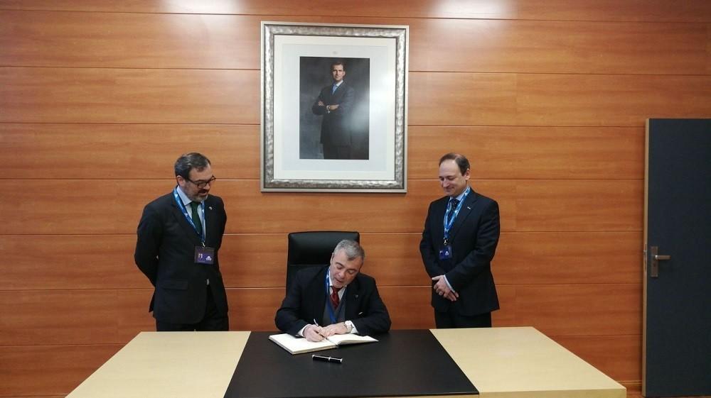 ARBOS sign the historical book of presence in Zaragoza_02.jpg