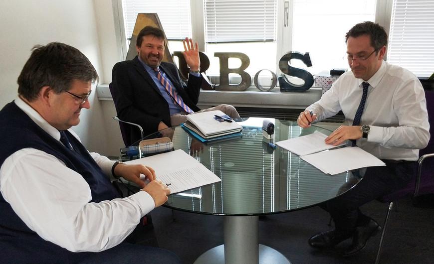 Signing agreement_v1.jpg